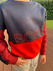 Hugo Boss trøje / sweater i sort og rød (J25E16)